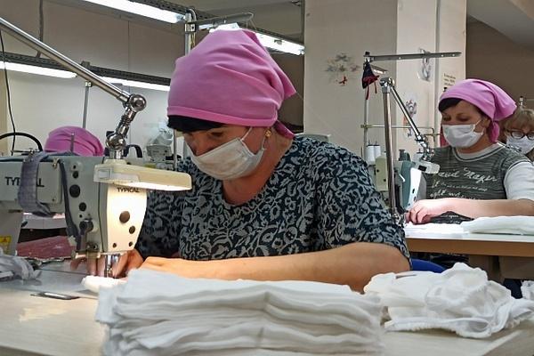 Швейные предприятия региона начали выпускать маски