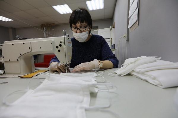 Предприятия Волгоградской области произвели более 1,6 миллиона защитных масок