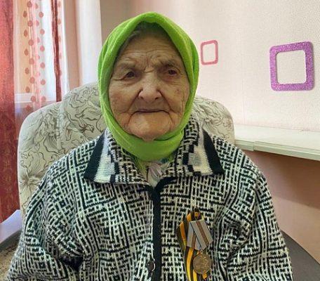Массовая вакцинация: 106-летняя жительница Волгоградской области сделала прививку от COVID-19