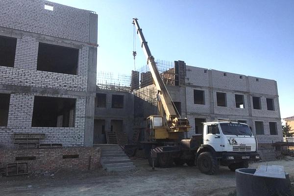 Каркас здания детского сада на 140 мест в Камышине готов