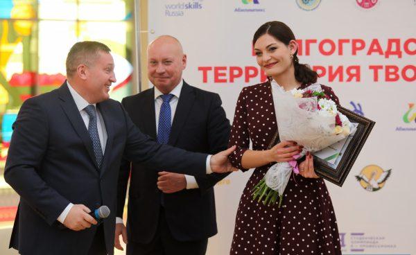 Андрей Бочаров подарил двухкомнатную квартиру учителю года Ларисе Арачашвили