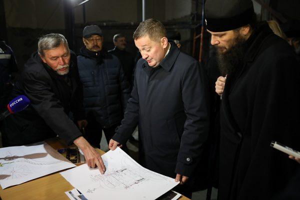 Андрей Бочаров проверил ход строительства храма Александра Невского