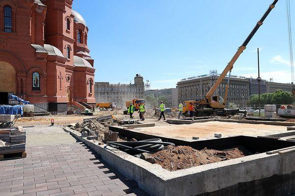В Волгограде продолжается благоустройство сквера у собора Александра Невского
