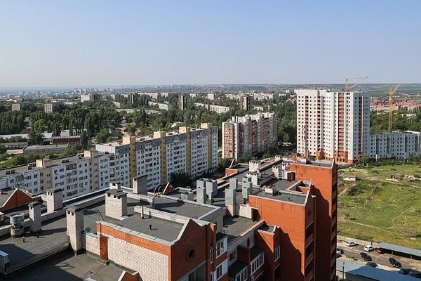 В Волгоградской области капитально ремонтируют крыши 63 многоэтажек