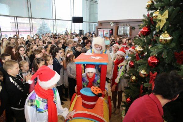 Две тысячи школьников Волгоградской области приглашены на губернаторские елки.